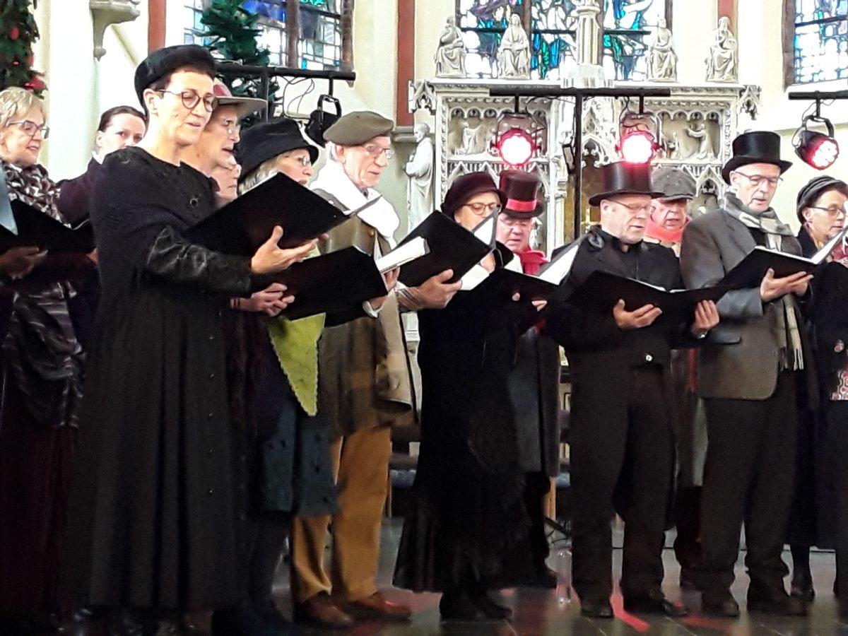 InBetween zingt tijdens Dickens Festival in Velp